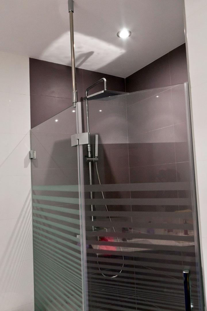 Mamparas De Bano Toledo.Mamparas De Bano Aluinca Aluminio Cristal Y Pvc